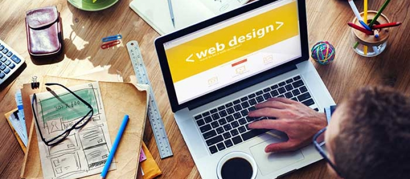 What are the pros and cons of personalization in web design